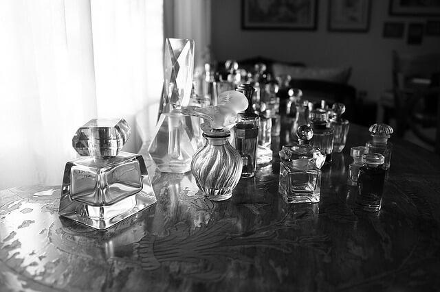 perfumes_gray